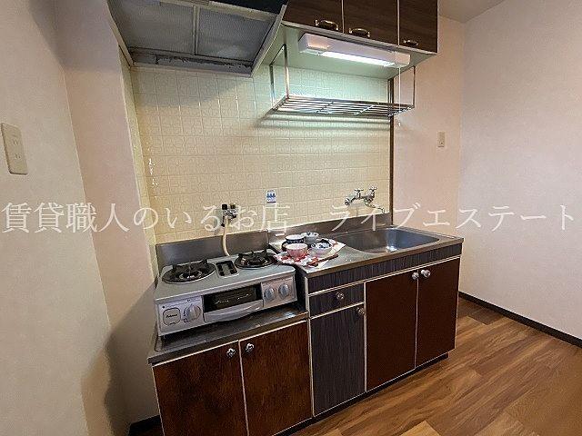 冷蔵庫や食器棚を置いても十分な広さがあります