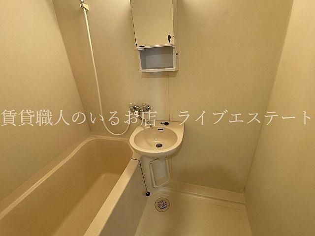 シャワーで済ます方や、キッチンで歯磨きやドライヤーする方も多いのでそこはあまり気にならないという方も多いかと