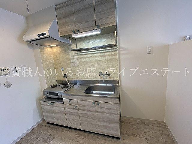 冷蔵庫や食器棚など置ける広さがあります