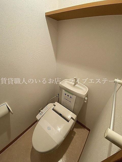 上部の棚がストックを置くのに便利(同タイプ201号室の参考写真です)