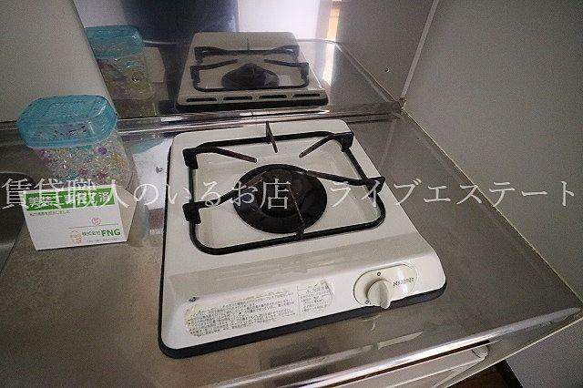 お湯を沸かしたり、簡単な調理するのには十分(同タイプ101号室の参考写真です)