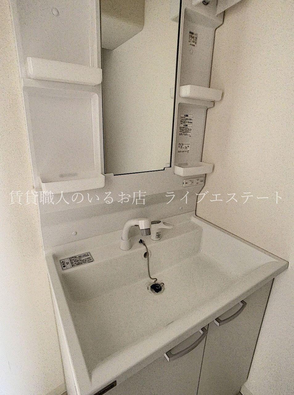 真っ白で清潔感のある洗面台