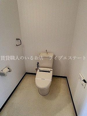 お子様のトイレトレーニング時、お父さんやお母さんがトイレに一緒に入れます
