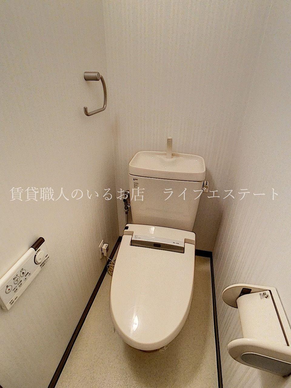 便座横がすっきりしているので、トイレの奥の方までお掃除しやすい