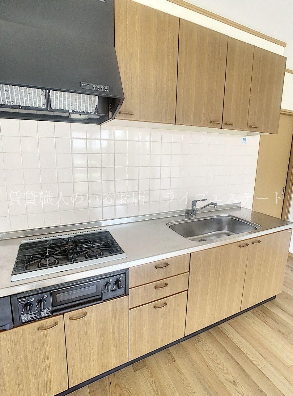 ダイニングキッチンを有効に使える壁付のキッチン
