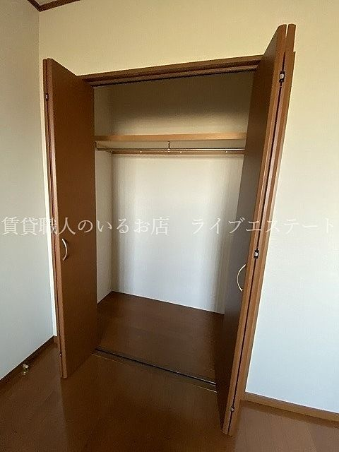廊下には大きな収納があるので、お部屋をすっきりと使えます