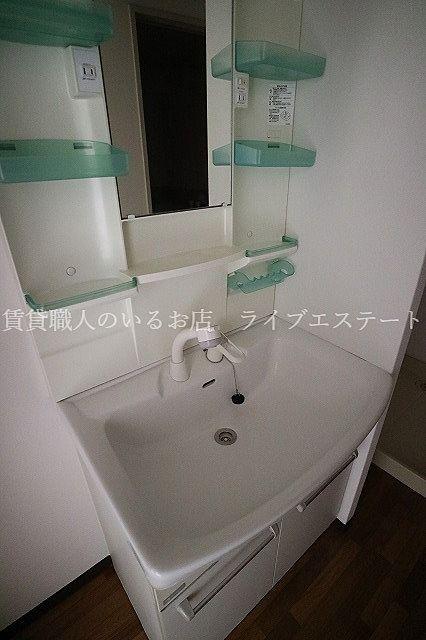 帰宅後、洗面所に直行できる間取りなので、習慣化した手洗いもストレスなくできます