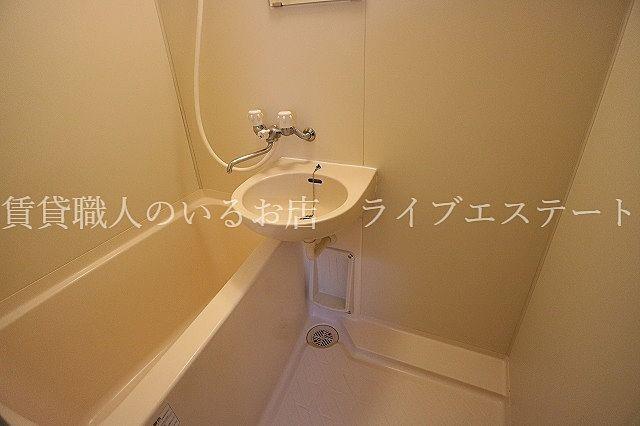 歯磨きなどをキッチンで済ませたり、シャワーしか使わない方にはあまり問題ないかも(同タイプ301号室の参考写真です)