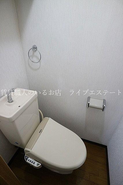 清潔な洗浄機能付温水シャワートイレ(反転タイプ301号室の参考写真です)