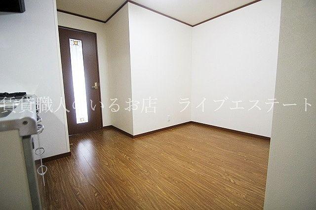 キッチンはゆったり6帖(反転タイプ603号室の参考写真です)