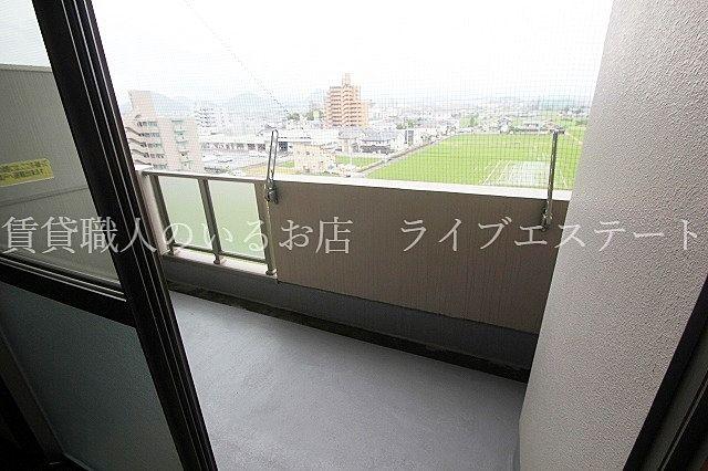 高い建物がないので開放的(反転タイプ603号室の参考写真です)