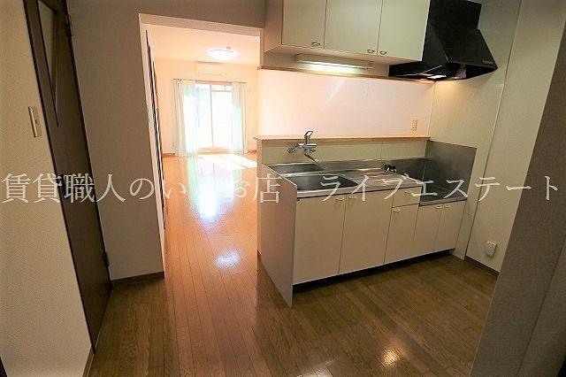 凹凸のない長方形のお部屋なので家具が配置しやすい