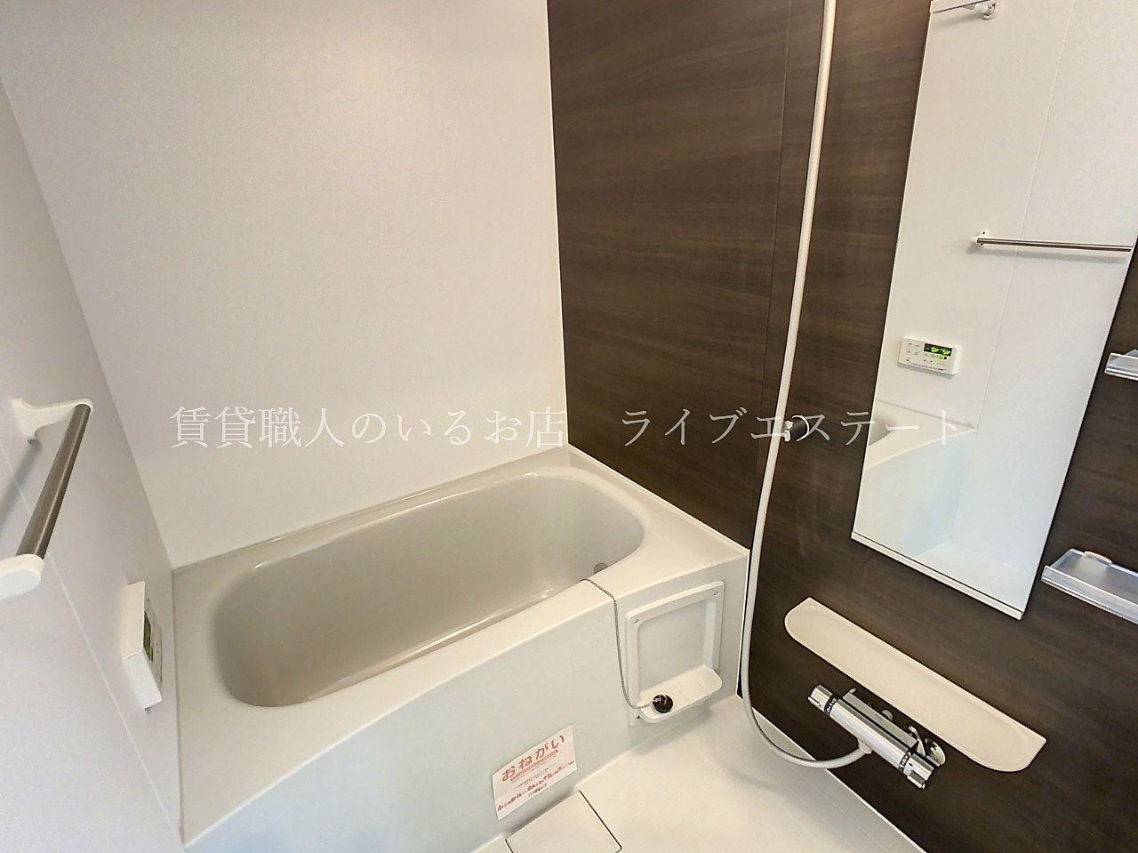 カウンターやシャンプーなど置く棚がシンプルでお掃除しやすい