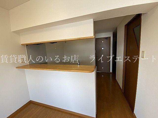 オープン部分の広いカウンターキッチン