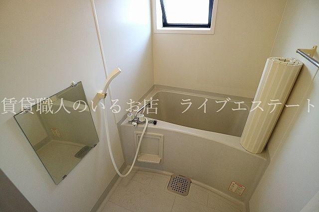 日中は電気をつけなくても入浴できます
