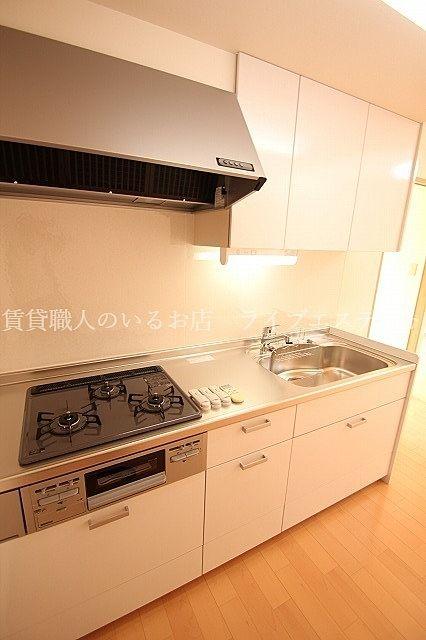 キッチン下の収納は引き出しタイプ 大きなお鍋なども上から取り出せて使い勝手いいです