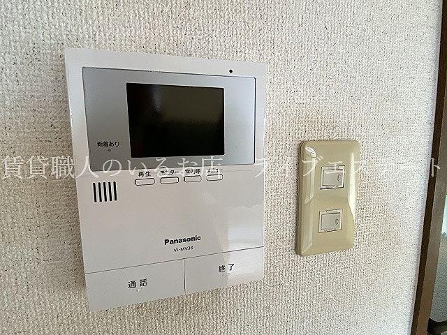 来訪者を映像と音声で確認出来て安全です