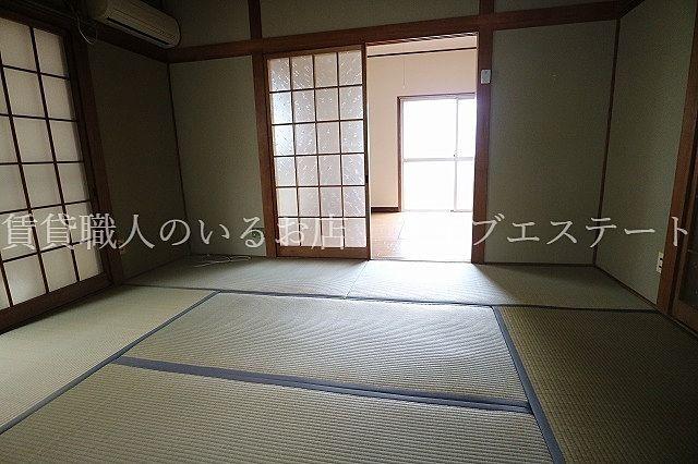 ダイニング横のくつろぎの和室