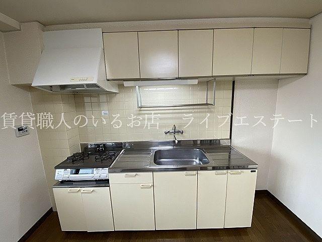お料理するのに十分な広さのあるキッチンです