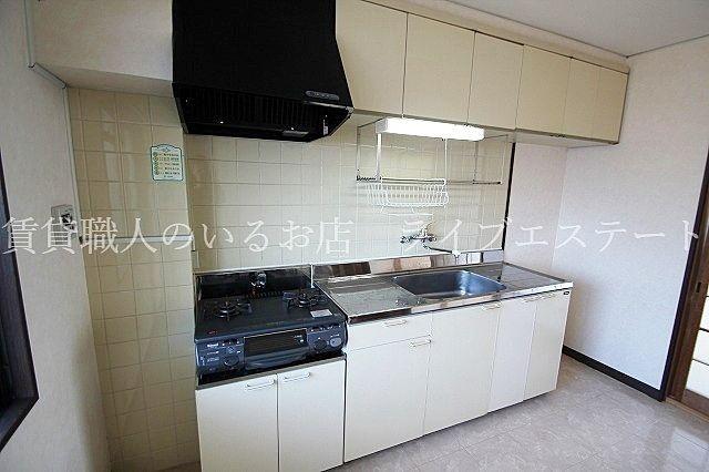 キッチン5.25帖・ダイニングテーブルが置ける広さあります