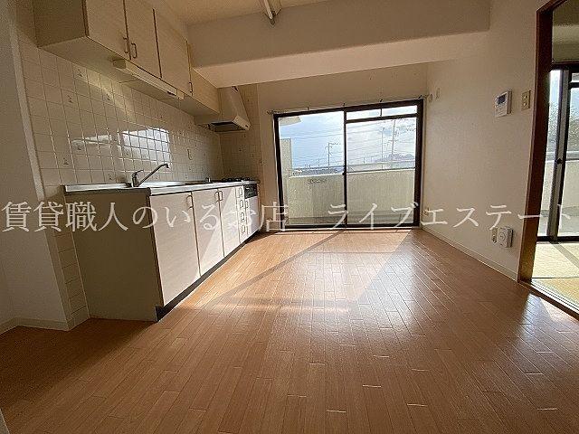 壁付キッチンは残りのスペースを有効に使えます