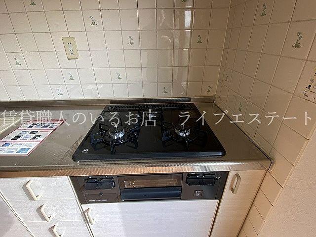 壁付キッチンは残りのスペースを広く使えます(同タイプ202号室の参考写真です)