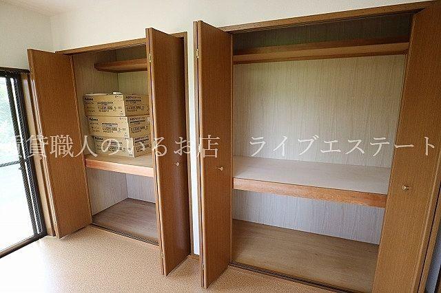 お部屋は6.6帖ですが収納のおかげで広々使えます