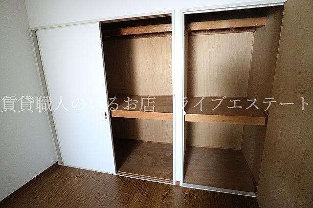 押入れなのでお布団などの大きいものもしまいやすい(同タイプ503号室の参考写真です)