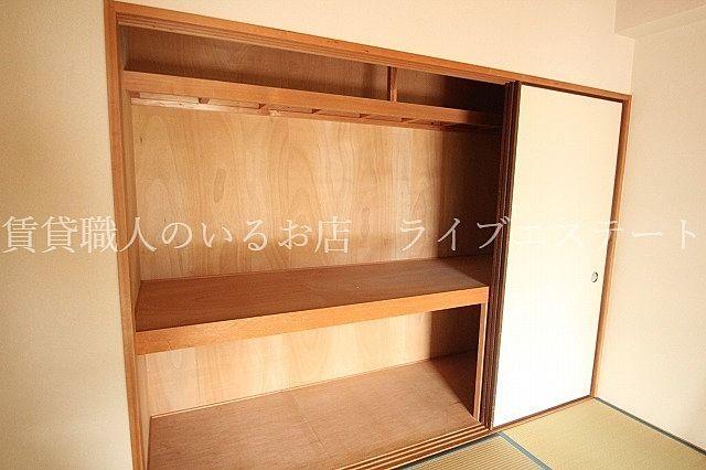 全居室に収納完備!!(反転タイプ202号室の参考写真です)