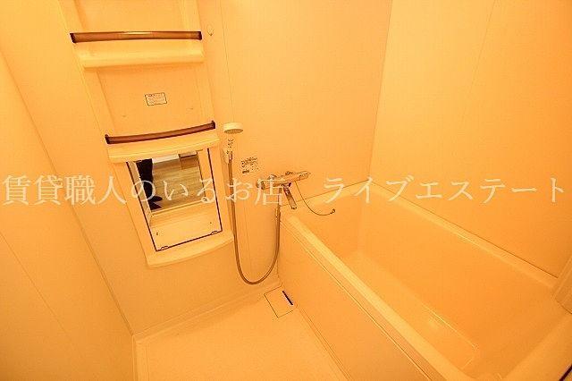 サーモスタット付き水栓で使い勝手いいです(反転タイプ202号室の参考写真です)